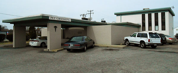 The Fairfield Veterinary Hospital at 4804 Nine Mile Road. (Photos by David Larter)
