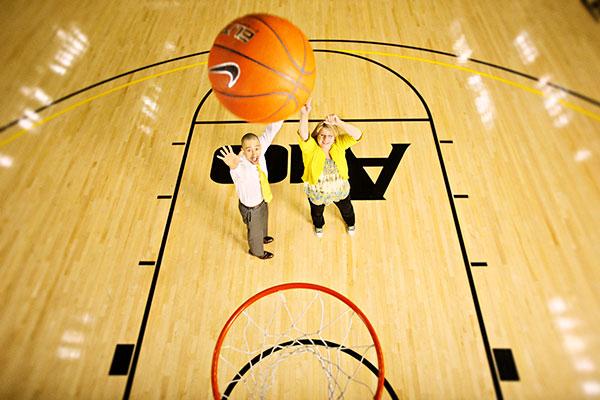 VCU men's basketball coach Shaka Smart gives Health Diagnostics Laboratory chief executive Tonya Mallory a few pointers. (Photos courtesy of  Health Diagnostics Laboratory)