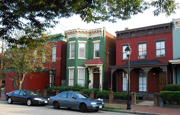 The single-family homes for sale at 17, 19 and 21 E. Clay St. (Photos by Burl Rolett)