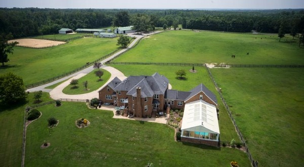 The equestrian River Road estate found a buyer at a Photos courtesy of Motleys.