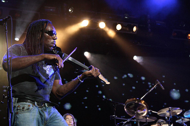Boyd Tinsley performs. Copyright Flickr user American Express Enthusiast.