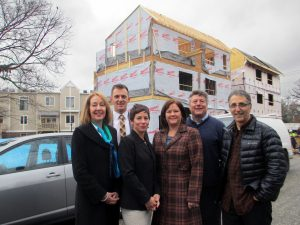 From left: with One South Realty, Stephanie Caperton, Patrick Sullivan, Andrea Levine and Michelle and Tom Rosman, and architect Dave Johannas of Johannas Design Group. Photos by Jonathan Spiers.