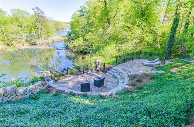 The property is perched above the old Southampton Quarry and overlooks the James River.