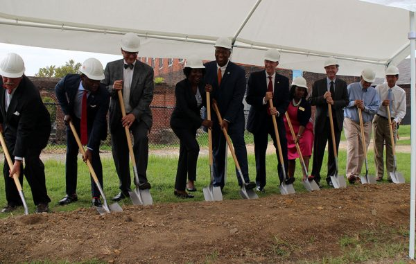 City and state officials join American Civil War Museum staff for the ceremonial groundbreaking. (Mike Platania)